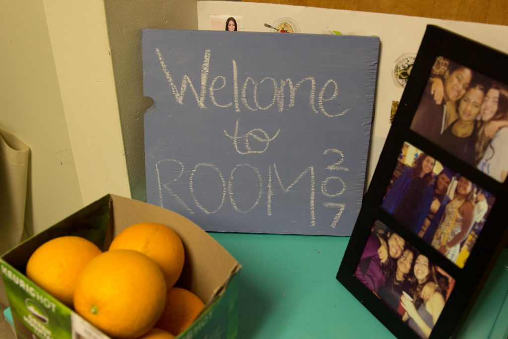 students welcome sign in room