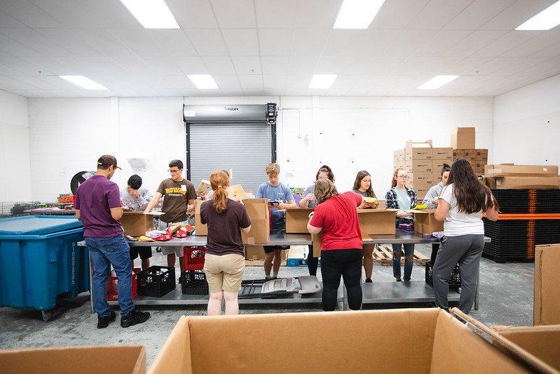Rowan students volunteer at Food Bank of South Jersey