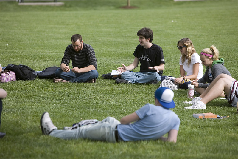 Students on Bunce Green.