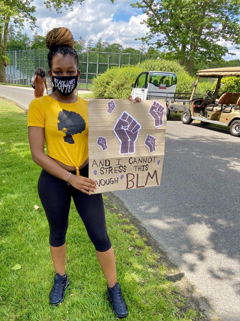 Psychology major Nhadja Crawford-Bell wears her BLM mask