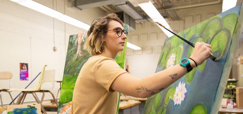 Jess Hedum working on a sensory art painting.