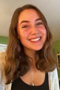 Hannah shares a smiling selfie.