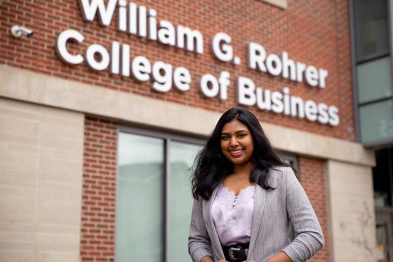 Tanvi smiles outside of Business Hall.