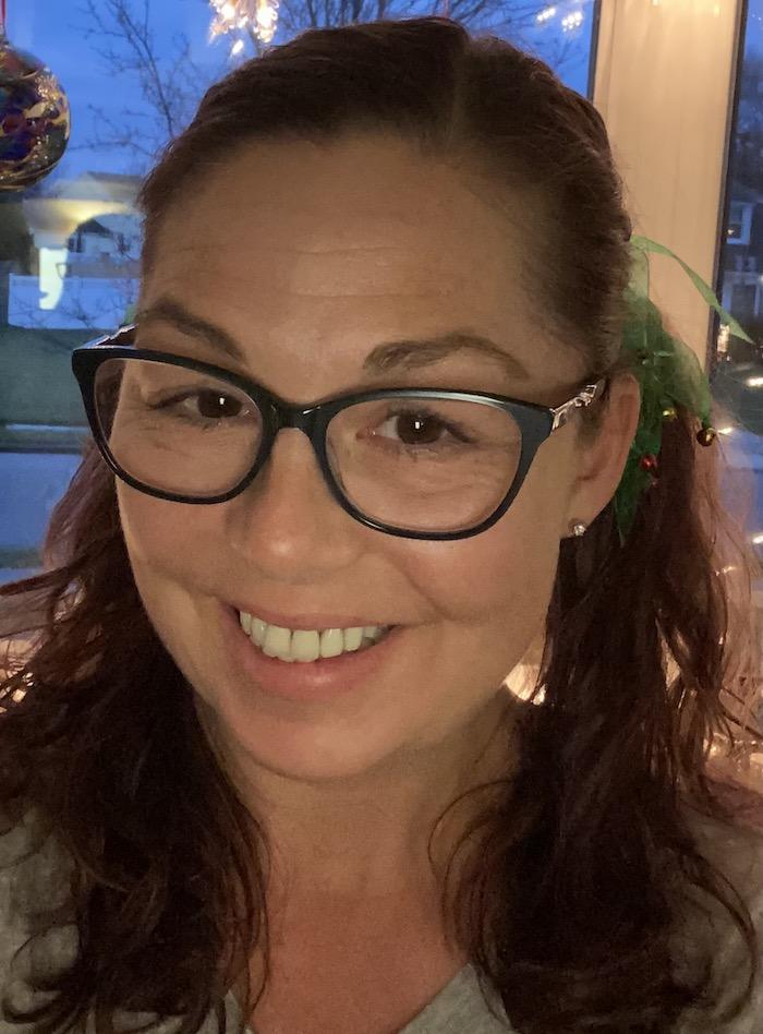 A selfie of Heather wearing glasses.