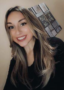 A selfie of Kendra smiling.