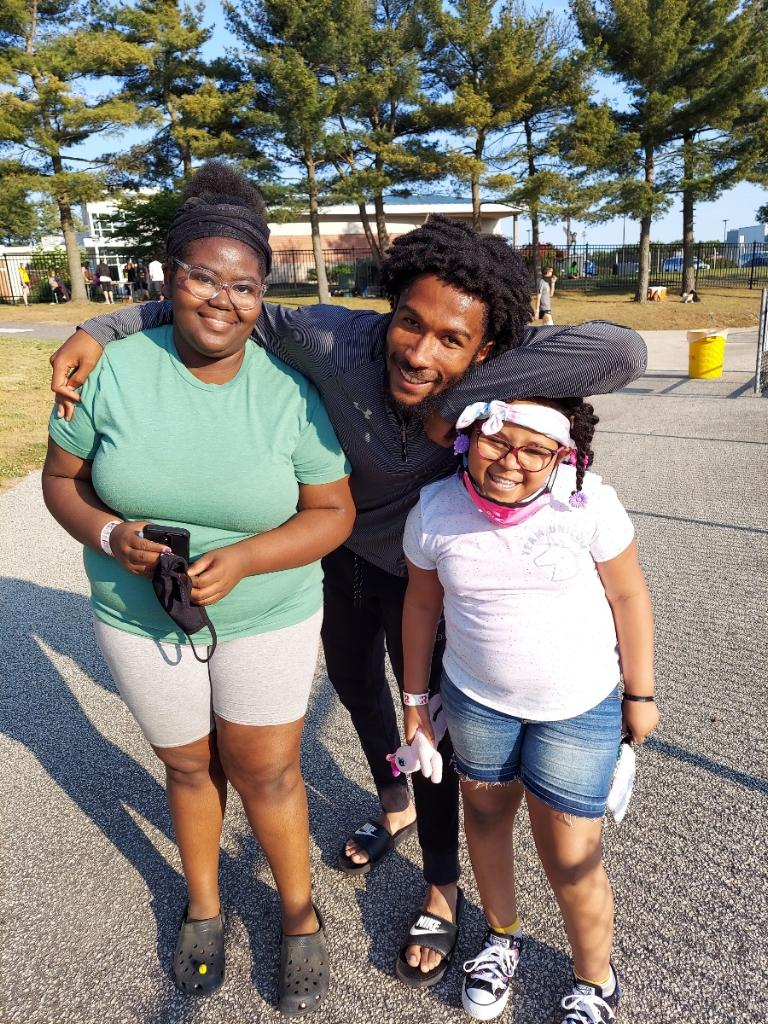 Jah'mere Beasley pictured with his two sisters.