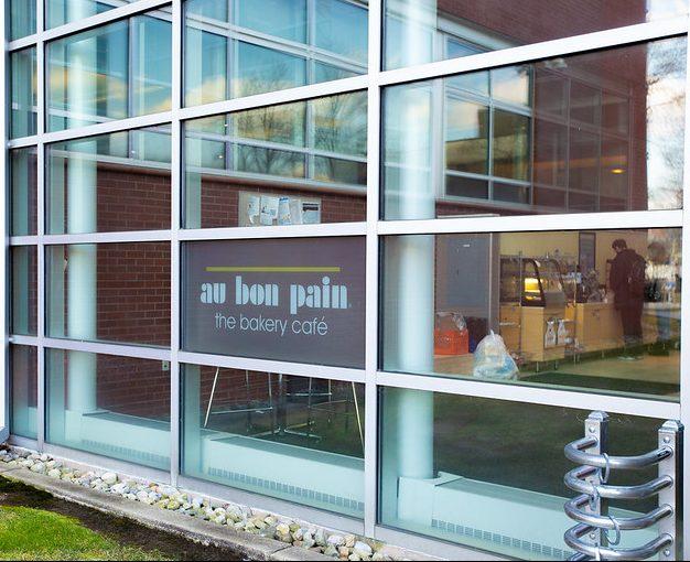 Exterior shot of Au Bon Pain.