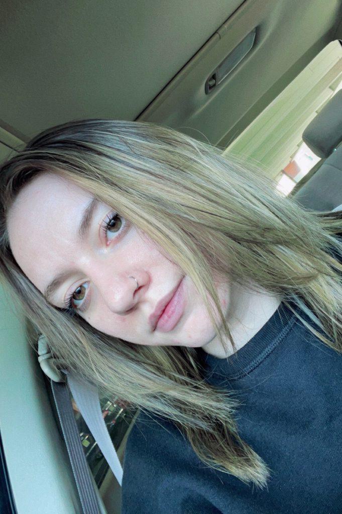 Selfie of Lexi in the car
